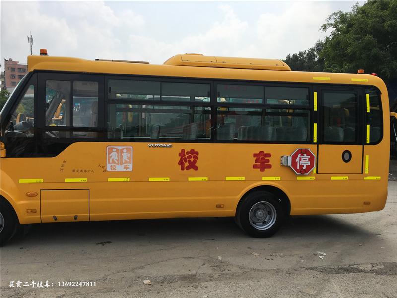 2012年37座宇通大鼻子校车