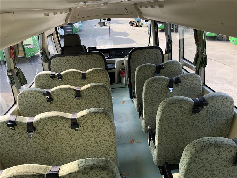 2015年9月31座金龙幼儿校车
